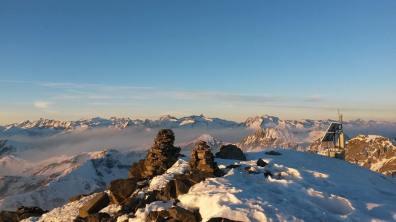 Vu incroyable sur des géants : de gauche à droite Munia Mont Perdu Cylindre Marbore Campbielh Estaragne Pic Long Néouvielle et bien d'autres